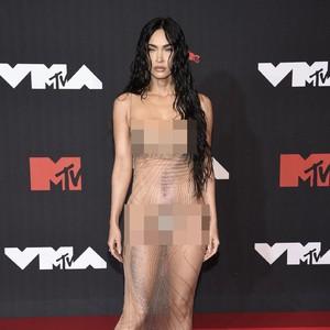 Megan Fox Pakai Dress Transparan di MTV VMAs, Ini Jejak Tren Naked Dress
