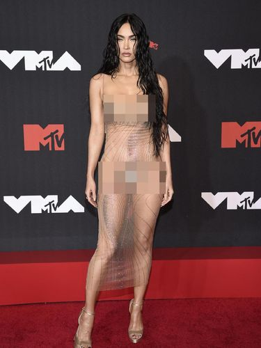 Megan Fox arrives at the MTV Video Music Awards at Barclays Center on Sunday, Sept. 12, 2021, in New York. (Photo by Evan Agostini/Invision/AP)
