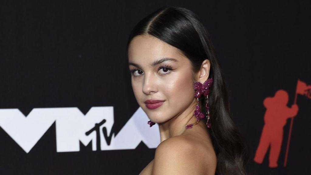 Gaya Para Selebriti di Red Carpet MTV VMA 2021