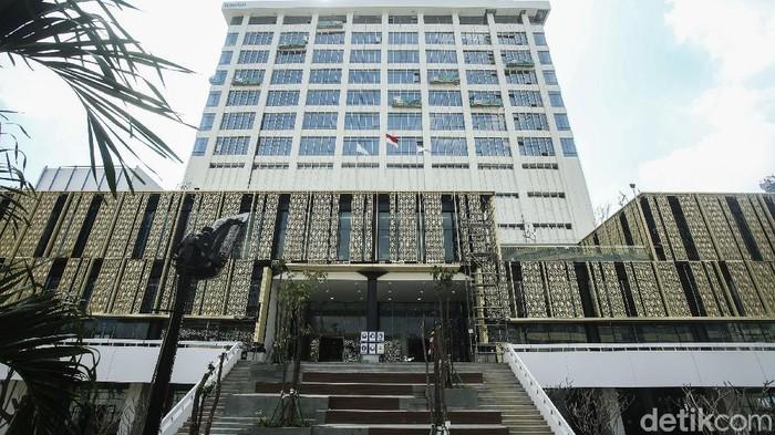 Proyek renovasi Gedung Sarinan terus dikebut. Menteri BUMN Erick Thohir mengatakan renovasi gedung tersebut akan rampung awal tahun depan.