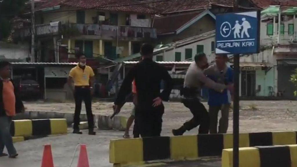 Pria Lampung Tanpa Tiket-Tes COVID Todong Pisau ke Petugas, Maksa Naik KA!