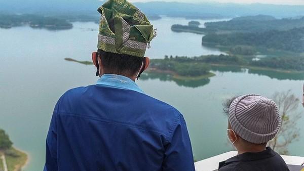 Objek wisata pemandangan danau buatan berpulau-pulau di sekitar kawasan Pembangkit Listrik Tenaga Air (PLTA) Koto Panjang Kabupaten Kampar, Provinsi Riau ini belum ada nama baku. Rencananya akan diberi nama Raja Ampat Setengah, namun dirasakan kurang pas karena terlalu mirip yang aslinya di Papua Barat.