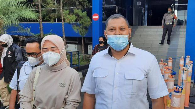 Selebgram Marissya Icha polisikan Medina Zein ke Polda Metro Jaya, Senin (13/9/2021).