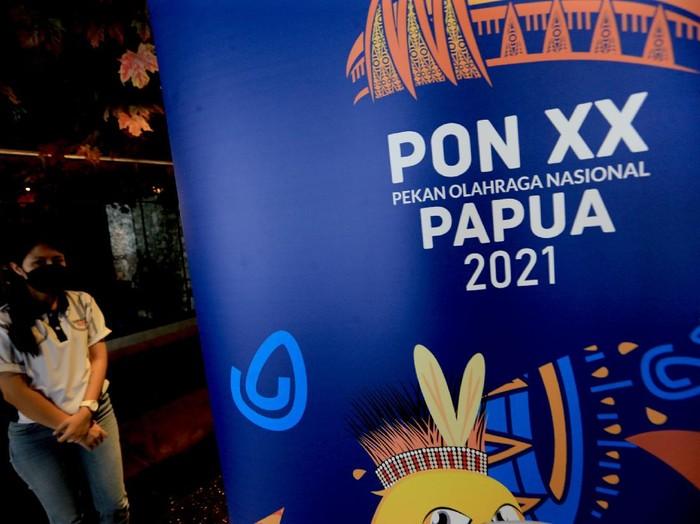 PB PON Papua memperkenalkan Torang Bisa sebagai theme song PON 2021. Lagu ini dipilih karena lirik semangat dan persatuan NKRI dari Papua.