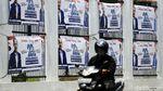 Spanduk HUT Partai Demokrat Penuhi Pagar Gedung DPR