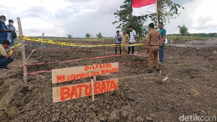 tumpukan batu bata diduga struktur bangunan kuno ditemukan di lamongan