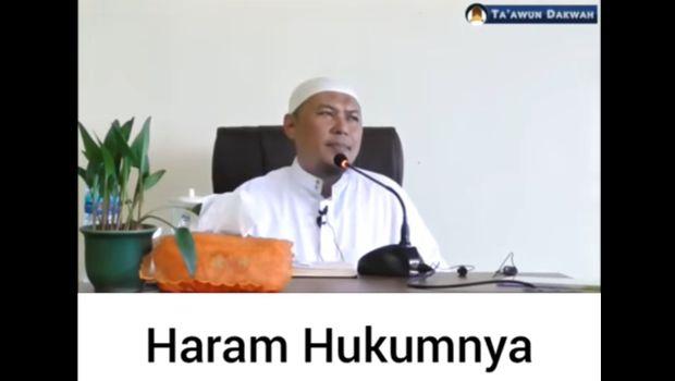 Ustaz Sofyan Chalid menyebut wisata ke Candi Borobudur haram.