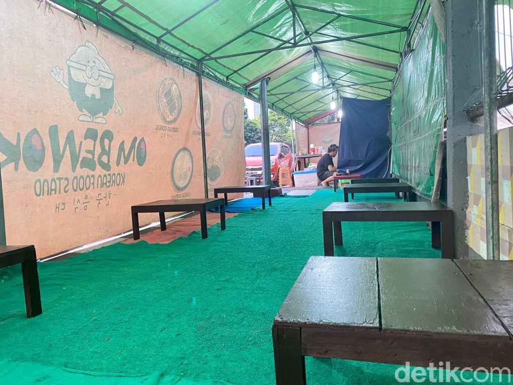 Warung tenda Korea; Om Bewok Korean Food di Jakarta Pusat