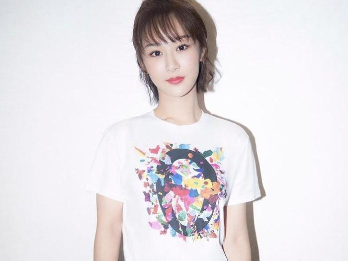 Aktris Yang Zi.