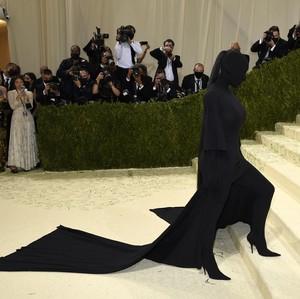 10 Gaya Terheboh di MET Gala 2021, Kim Kardashian Muncul Tanpa Wajah
