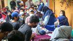 Aksi Badut Keliling Kampung Ajak Warga Ikut Vaksin