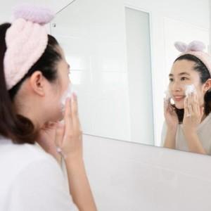 Begini Cara Bersihkan Wajah yang Benar agar Kulit Makin Glowing