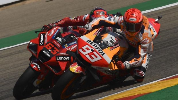 Marc Marquez of Spain, (93), briefly leads Francesco Bagnaia of Italy during the Alcaniz Aragon Moto GP race at the MotorLand Aragon circuit, in Alcaniz, Spain Sunday, Sept. 12, 2021. Bagnaia won the race from Marquez by almost 7 tenths of a second. (AP Photo/Jose Breton)