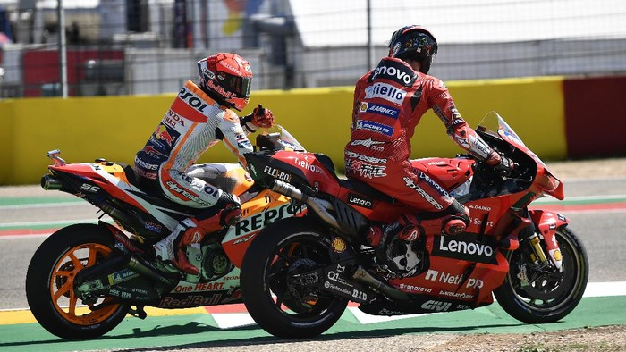 Marc Marquez of Spain, left, on his Honda gives a thumbs up to the winner of the race Francesco Bagnaia of Italy on his Ducati at the end of the Alcaniz Aragon Moto GP race at the MotorLand Aragon circuit, in Alcaniz, Spain Sunday, Sept. 12, 2021. (AP Photo/Jose Breton)