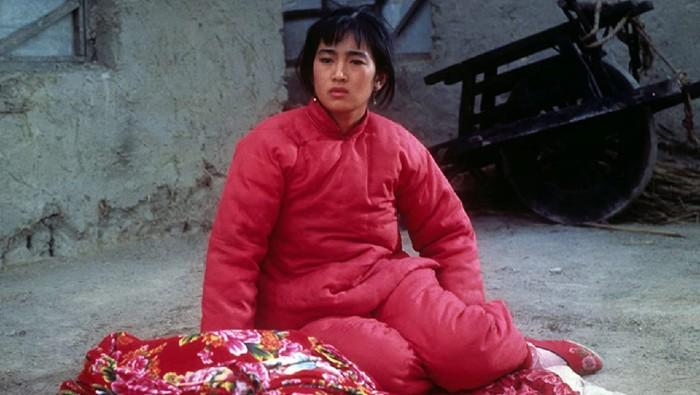 Penampilan perdana Gong Li di film Red Shorgum (1988).