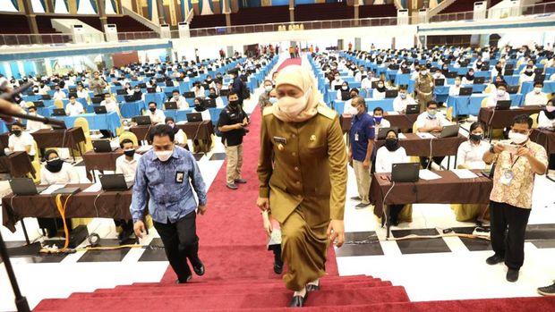 gubernur khofifah meninjau SKD CPNS