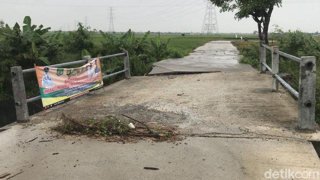 Jembatan yang Jadi Biang Penumpukan Sampah di Kali Busa Kini Tambah Rusak