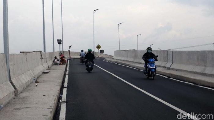 Jembatan Mengger yang berada di perbatasan Kabupaten Bandung dan Kota Bandung sudah rampung dibangun. Pembangunan jembatan ini memakan waktu satu tahun.