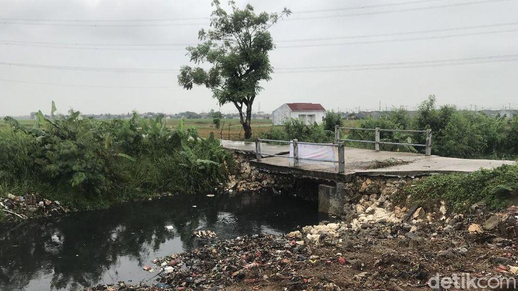 Agar Sampah Tak Lagi Menutup Kali Busa, Warga Harap Jembatan Diperbaki