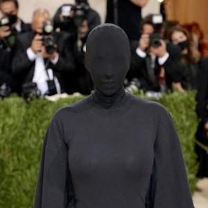 8 Meme Kocak Kim Kardashian di Met Gala, Mirip Logo Toilet Hingga Jin Khodam