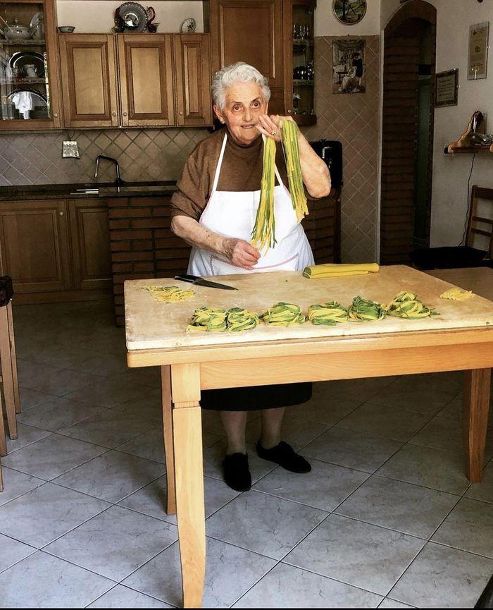 Klasik! Ini Proses Pembuatan Pasta Tradisional dari Para Nenek di Italia