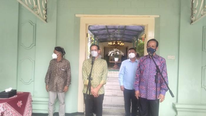 Mendikbudristek Nadiem Makarim bertemu Gubernur DIY Sultan Hamengku Buwono X