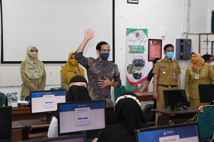 Nadiem Doakan Para Guru Honorer Lulus Ujian PPPK Guru 2021