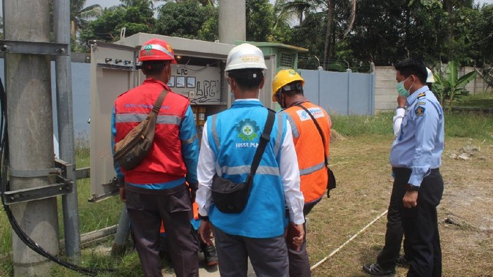 Pengecekan instalasi listrik Lapas Cilegon (dok. Humas Lapas Cilegon)