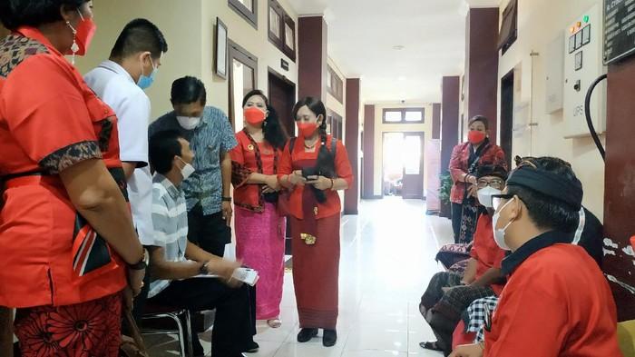 Pengurus DPD PDIP Bali melaporkan dugaan penyebaran hoax Megawati Soekarnoputri meninggal dunia ke Polda Bali