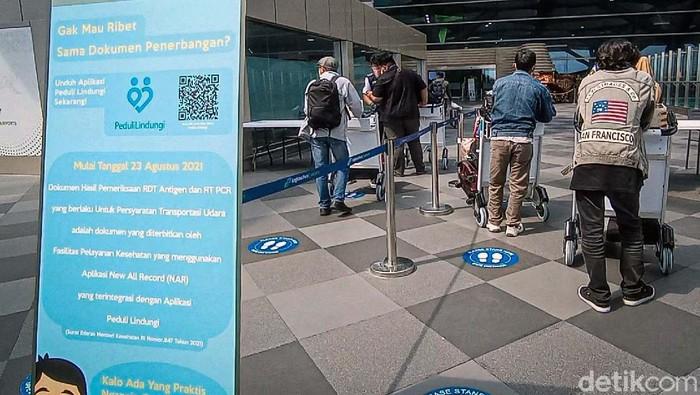 PPKM di DIY turun dari level 4 ke 3. Hal ini berdampak pada meningkatnya jumlah penumpang di Bandara Yogyakarta International Airport (YIA) di akhir pekan.