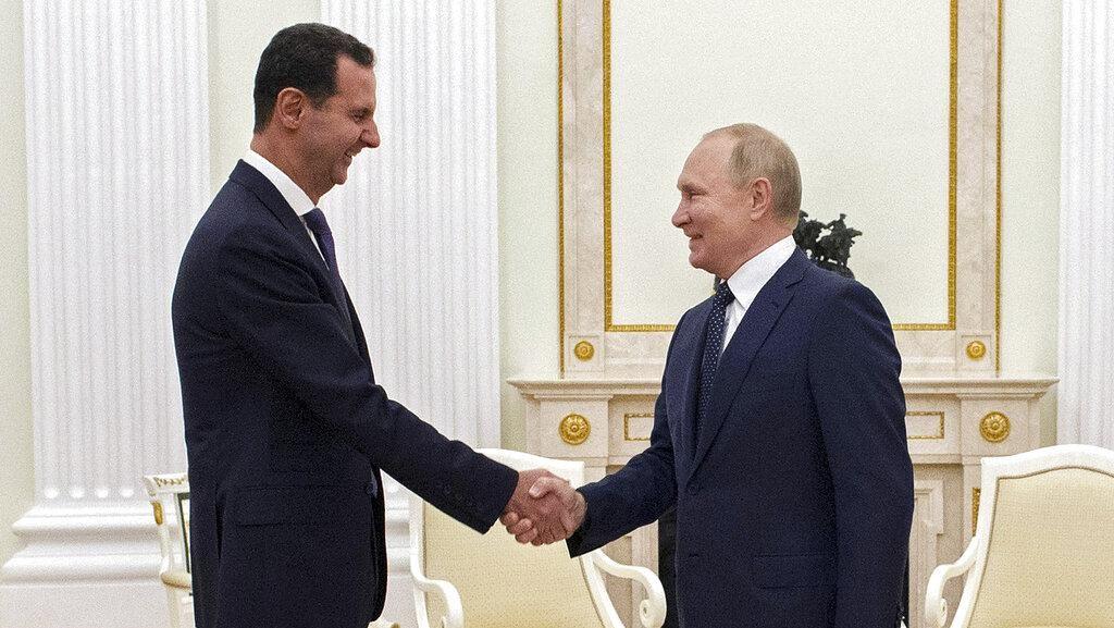 Kehangatan Al-Assad dan Putin dalam Pertemuan Mendadak di Moskow
