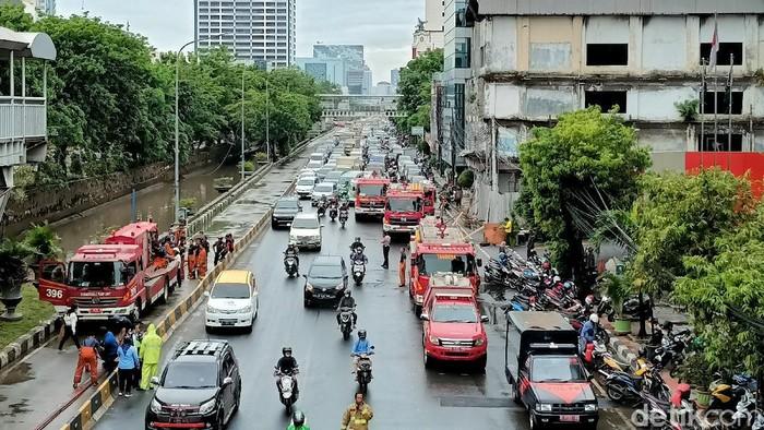 Suasana Jalan Gajah Mada Jakarta Barat usai kebakaran padam.