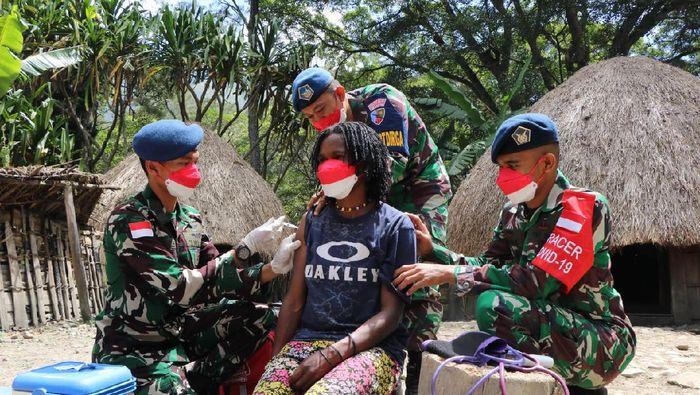 Vaksinasi di Papua