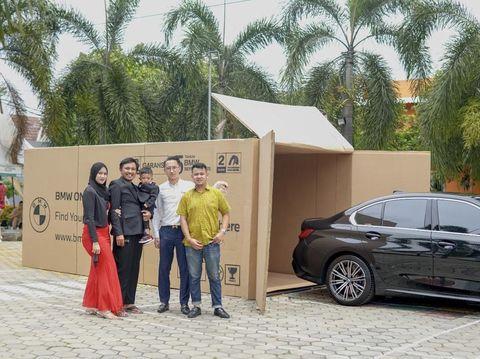 Viral crazy rich Makassar berikan hadiah mobil BMW untuk anaknya yang berusia 2 tahun.