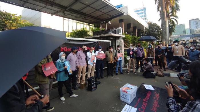 Aksi 56 pegawai KPK dan aktivis antikorupsi