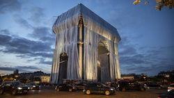 Wow, Arc de Triomphe Ditutupi Kain Perak Sebesar 25.000 Meter Persegi