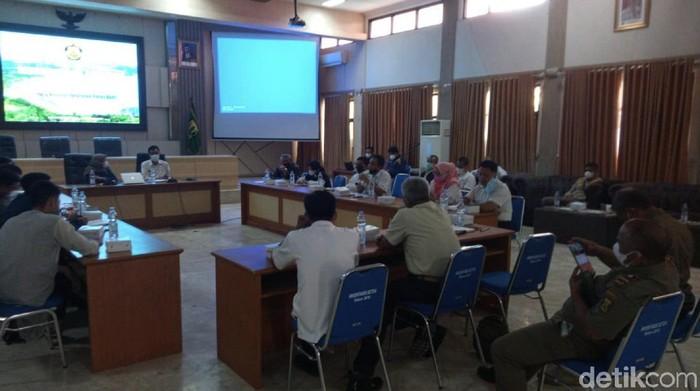 Audiensi mahasiswa dan Pemkab Sukabumi soal eksplorasi panas bumi.
