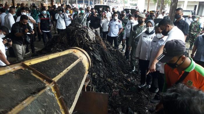 Bobby Nasution saat mengecek pengolahan sampah di Medan (Datuk-detikcom)