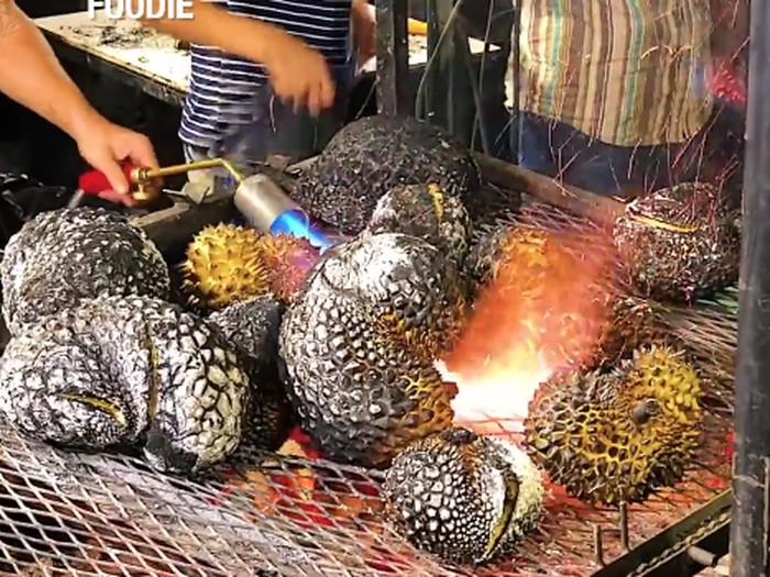 Durian Bakar Populer di Thailand