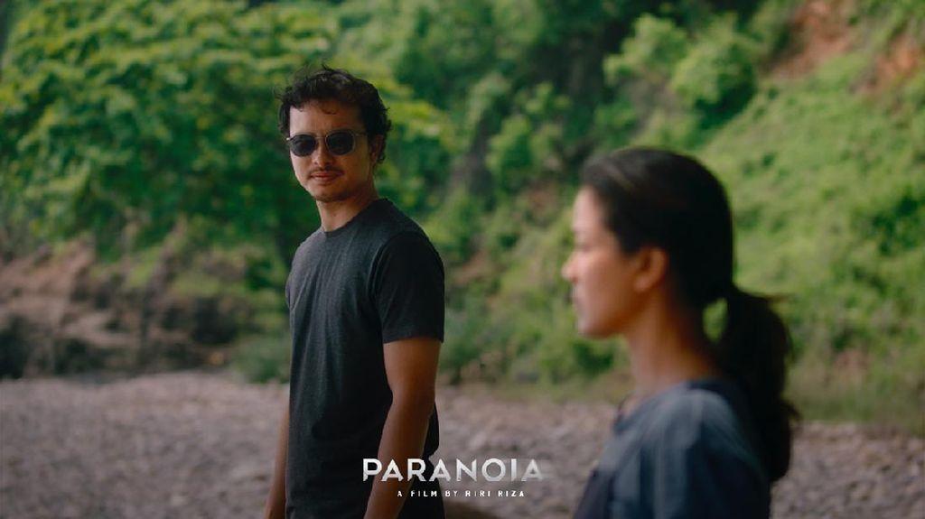 Potret Nicholas Saputra Berkumis di Film Paranoia