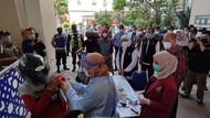Vaksinasi Drive Thru di Kampus UM Surabaya, Khofifah Sebut Bisa Jadi Contoh