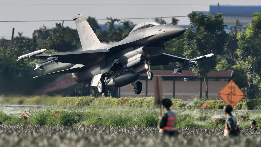 Video Saat Jet-jet Tempur Taiwan Mendarat di Jalanan