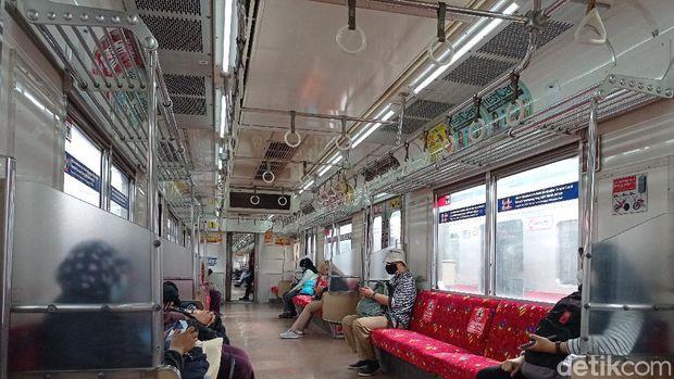 Kondisi antrean penumpang di Stasiun Bogor lengang pagi ini