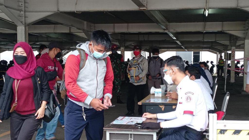 PPKM Diperpanjang, Antrean Penumpang di Stasiun Bogor Lengang Pagi Ini