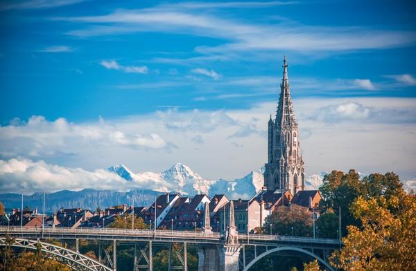 Inilah sepotong surga yang disuguhkan oleh Bern untuk wistawan. (Getty Images/iStockphoto)