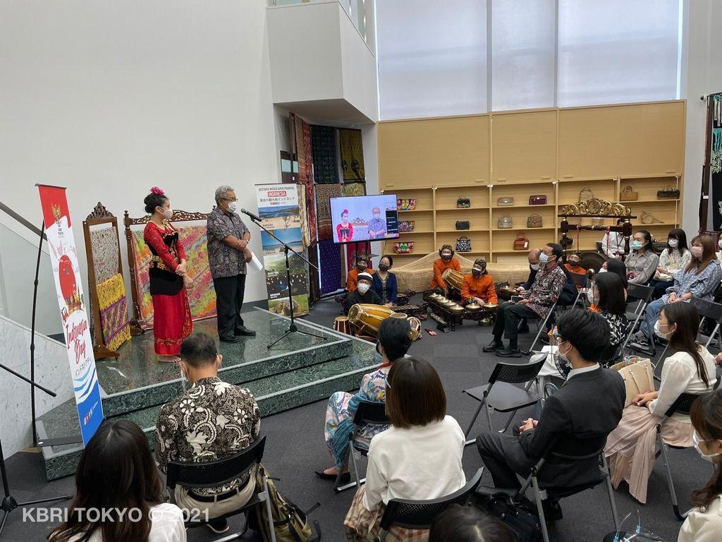 Mahasiswa Jepang Belajar Tari Jaipong dan Degung