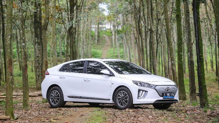 Tak sampai setahun ke depan Indonesia sudah akan menjadi produsen mobil listrik. Mobil listrik perdana itu akan lahir dari pabrik Hyundai yang berlokasi di Karawang.