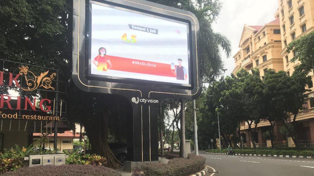 Pemprov DKI Bakal Cek Papan Iklan di Trotoar SCBD yang Dikeluhkan Netizen