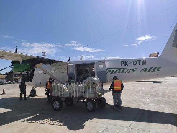 Pesawat perintis milik Rimbun Air PK-OTW yang hilang kontak di Kabupaten Intan Jaya ditemukan dalam kondisi terjatuh. Pesawat tersebut terbakar dan hancur.
