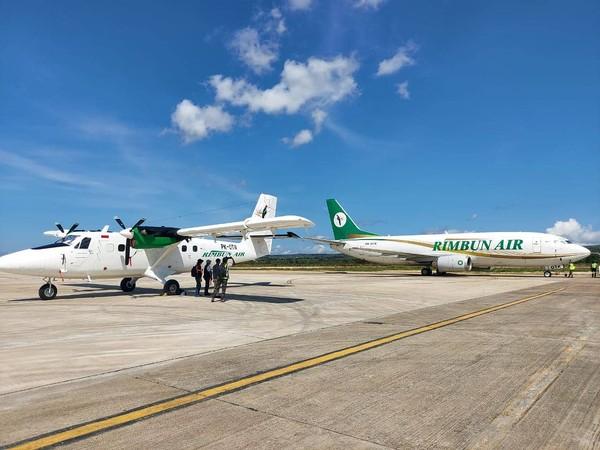 Untuk penerbangan penumpang, Rimbun Air menyediakan penerbangan harian dengan pesawat berkapasitas 19 penumpang. Maskapai juga membuka jasa pengantaran kargo.